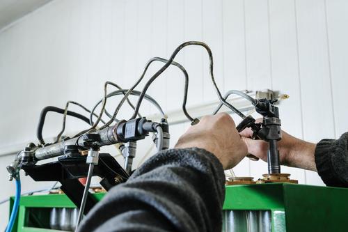 mechanics repair diesel injector