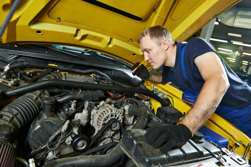 repairman automobile maintenance